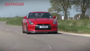 New Nissan GT-R meets R34 GT-R by autocar.co.uk