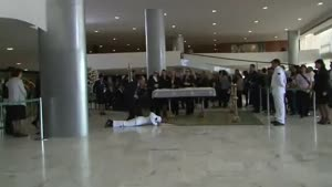 Mariner Faints At Funeral