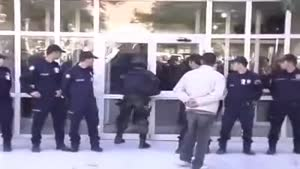 Police Man Door Opening Fail