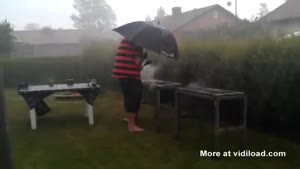 No One Stops This Guy From BBQ'ing