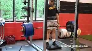 Strong Guy Lifts 538 Lbs