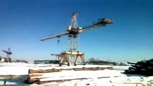 Heavy Crane Falls Over