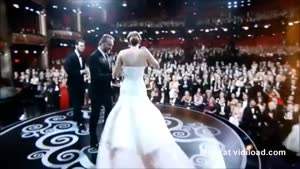 Jennifer Lawrence Falls At Oscars