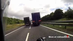 Idiotic Overtaking Turns Bad