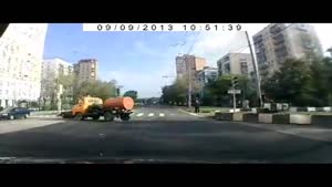 Skilled Truck Driver Avoids Accident