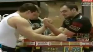 Bodybuilder VS Pro Armwrestler