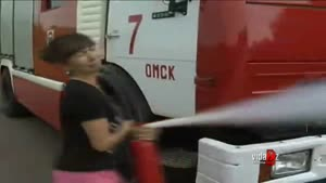 Reporter Can't Handle Fire Extinguisher