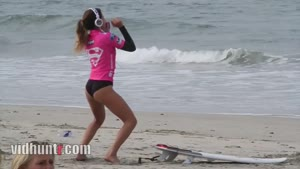 Surf Girl Twerks As Warming Up