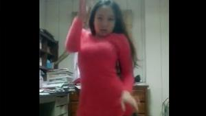 Asian Girl Thinks She Can Dance