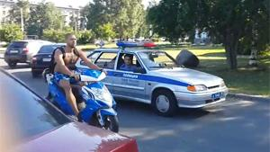 Russian Motorbike Escapes From Cops