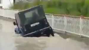 Flooded Road Too Deep For Jeep