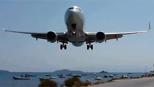 Extreme Low Approach At St. Maarten