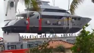Lifting Yacht Fail