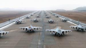 Elephant Walk Of F-16s