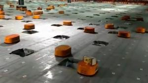 Chinese Distribution Centre With Robots
