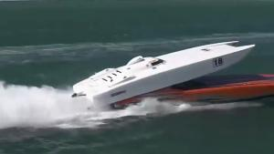 Power Boat Overtaking Fail